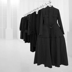 l´instant noir ♠ black dress robe panoplie haute couture high fashion allure style basic classic Yohji Yamamoto Grunge Style, Soft Grunge, Dark Fashion, Minimal Fashion, High Fashion, Net Fashion, Fashion Details, Fashion Outfits, Yohji Yamamoto