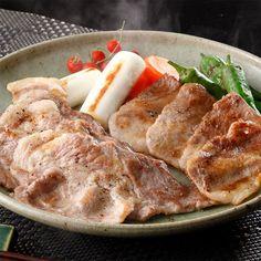 「瑞浪ボーノポーク」は、岐阜県瑞浪市大湫町に農場を持つカタノピッグファームが育成し、母豚に豚肉の霜降り割合を増加させる能力を持つデュロック種豚「ボーノブラウン」をもつ、ブランド肉豚です。「瑞浪ボーノポーク」は、一般に流通している豚肉よりも肉の旨味が逃げにくいのが特徴です。そのため、ほかの国産豚肉に比べ肉の旨味と脂の甘みが強く、肉そのものの味を堪能する事ができます。(冷凍便でお届けします。)
