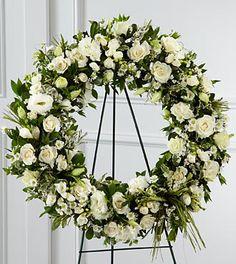 Splendor Wreath #wreath #white #classy