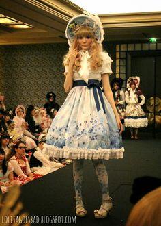 ~*~ Lolita goes bad ~*~: ✿La vie en Rose: Triple Fortune Fashion show ✿