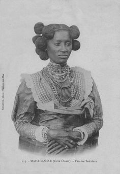"Africa | ""Femme Sakalava - Côte Ouest""  Madagascar 