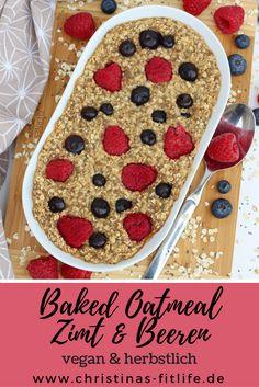 Veganes Baked Oatmeal mit Zimt & Beeren - ein perfektes Frühstück für den Herbst!