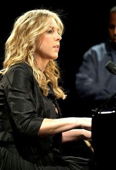 Diana Jean Krall, from Nanaimo, BC, is a Canadian jazz pianist and singer, known for her contralto vocals. Music Icon, My Music, The Guess Who, Gordon Lightfoot, Diana Krall, Its A Mans World, Famous Women, Famous People, Music Photo