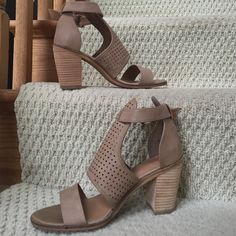 """Nordstrom Rack Shoes Nordstrom rack shoes size 7 1/2 runs true to size. These have a 3"""" heel. Shoes Heels"""