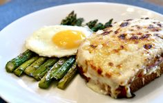 This traditional Croque Monsieur recipe makes a basic French, hot ham and cheese sandwich. This is the original, early version. This traditional Croque Monsieur recipe makes a basic French hot ham and cheese sandwich. This is the original, early version. Sandwich Jamon Y Queso, Croque Mr, Croque Madam, Cheese Recipes, Cooking Recipes, Kitchen Recipes, Easy Recipes, Sandwich Spread, Salads