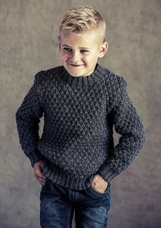 Lækker, moderne sweater med flot strukturmønster til børn. Sweateren er strikket i det skønne Easy Care Classic, der kommer i 36 flotte farver. Baby Mittens Knitting Pattern, Boys Knitting Patterns Free, Fair Isle Knitting Patterns, Sweater Knitting Patterns, Knitting For Kids, Baby Knitting, Knit Baby Sweaters, Boys Sweaters, Kids Clothes Boys