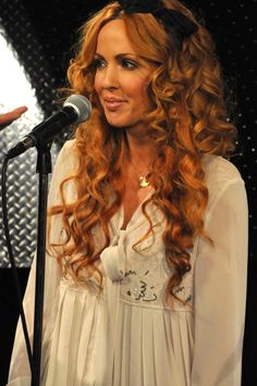 Lisa Lambe of Celtic Woman...love her hair!!! color and nice soft curls!...She has my curly hair! Though mine never looks this good, she has pro's helping -_-