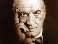 """""""El hombre es el ser que necesita absolutamente de la verdad y, al revés, la verdad es lo único que esencialmente necesita el hombre, su única necesidad incondicional"""".  José Ortega y Gasset (1883-1955).  Filósofo y ensayista español."""