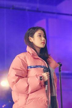 Feel Tired, Feeling Happy, Korean Singer, New Balance, Windbreaker, Kpop, Actresses, Scarlet, Aesthetics