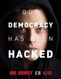 Sigue a un misterioso anarquista que recluta a un joven programador de computadoras (Malek) que sufre de un trastorno antisocial y se conecta a la gente pirateándolos.
