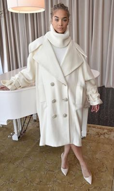 Pinterest: DEBORAHPRAHA ♥️ all white winter outfit #chic #winter #clothes
