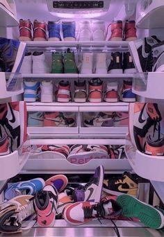 Mode Outfits, Retro Outfits, Zapatillas Nike Jordan, Jordan Shoes Girls, Workout Aesthetic, Aesthetic Shoes, Gray Aesthetic, Hype Shoes, Fresh Shoes