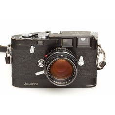 Leica M3D Camera Used by David Douglas Duncan, Picasso's Photographer, Sold for $2,660,000 http://www.photography-news.com/2012/11/leica-m3d-camera-used-by-picassos.html