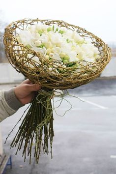 The curly willow cage on that bouquet is so very impressive! Deco Floral, Arte Floral, Floral Design, Ikebana, Floral Bouquets, Wedding Bouquets, Bouquet Flowers, Fresh Flowers, Beautiful Flowers