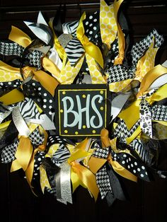 Just in time for back to school & football, these ribbon wreaths show your team spirit! I can make any colors you need and and the han. Soccer Wreath, Ribbon Wreaths, School, Homecoming Ideas, Gifts, Open House, Cheerleading, Giveaways, Presents