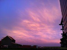 Kleurrijke lucht met onweer in aantocht
