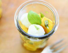 Mango-Mozzarella Salat mit Basilikum - Delicious Stories