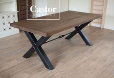 Stoer Industriële tafel 'Hamilton'. Volledig op maat gemaakt, frame in blank staal of zwart gespoten. Vele tinten olie voor het blad.