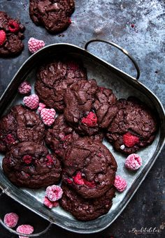 A MUST for all chocolate lovers. A MUST for all chocolate lovers. – the bakery Raspberry Chocolate Co - Chocolate Cookies, Chocolate Recipes, Chocolate Lovers, Baking Chocolate, Baking Recipes, Cookie Recipes, Cupcakes, Food Cakes, Cookies Et Biscuits