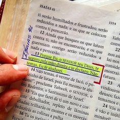 #Repost @bibliadiaria [ Isaias 41.13]. Pensamento:Muitas vezes achamos que conseguimos tomar nossas atitudes e resolver nossos problemas sozinhos. Daí quando tudo que planejamos dá errado achamos que estamos sozinhos ai Deus mostra que Ele é Deus o Deus do impossível capaz de nos guiar e mudar qualquer situação em todos os momentos de nossa vida. É quando Ele nos toma pela mão direita e começa a nos guiar e tomar a mais sábia atitude mas é necessário confiar e não temer a mal algum pois Ele…