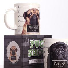 """Presenter till honom - """"Pug Shot"""", Mugg med hund motiv. #presentertillhonom #mops #pug #mugg"""
