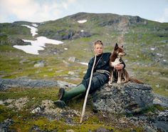 Photographer Erika Larsen traveled to Scandinavia to document the lives of the Sami people. The Sami's spread across northern Norway, Sweden, Finland and Russia. Sami's are best known for their. We Are The World, People Of The World, Planeta Animal, Love And Respect, National Geographic Photos, Mans Best Friend, Norway, Holland, Dog Cat