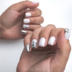 Semi-permanent varnish, false nails, patches: which manicure to choose? - My Nails Star Nail Art, Star Nails, My Nails, Pointy Nails, Star Nail Designs, Accent Nail Designs, Gold Glitter Nails, Nagel Gel, Accent Nails
