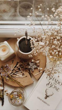 Cream Aesthetic, Cozy Aesthetic, Brown Aesthetic, Autumn Aesthetic, Aesthetic Vintage, Flat Lay Photography, Autumn Photography, Book Photography, Aesthetic Pastel Wallpaper