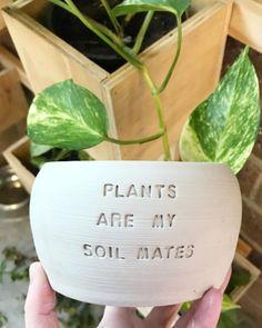 Painted Plant Pots, Painted Flower Pots, Potted Plants, Indoor Plants, Succulent Puns, Beton Diy, Plants Quotes, Ceramic Planters, Garden Styles