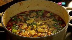 """Cucina con Ramsay # 29:  Zuppa speziata con polpette Ramsay cataloga questo piatto come un puro """"Confort Food"""", che è una espressione inglese per indicare un cibo facilmente digeribile ma ricco in nutrimento e di una bella consistenza soffice. Insomma un cibo che evoca sentimenti nostalgici in chi lo mangia... INGREDIENTI: 1 cipolla sbucciata e..."""