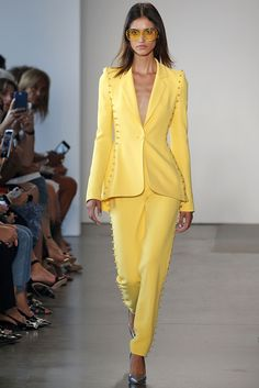 Fashion Week New York Spring/Summer 2019 look 4 from the Pamella Roland collection womenswear Yellow Fashion, Suit Fashion, Runway Fashion, High Fashion, Luxury Fashion, Fashion Outfits, Womens Fashion, Haute Couture Fashion, 2 Piece Outfits
