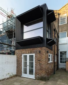 Black Box is a small first floor rear extension to a mid terrace Victorian-era house in London's Islington neighborhood. Large Windows, Black Box, Victorian Homes, Victorian Era, Renovation Design, Wooden Facade, Modular Structure, Rear Extension, Contemporary Houses