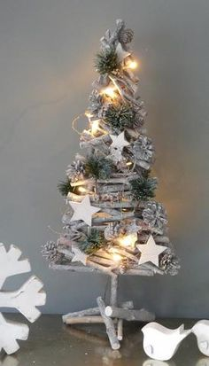 Driftwood Tree With Stars And Pine (LED Lights)