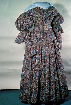 Day dress in cotton twill print, British, 1830's. Manchester Art Gallery, accession nr. 1953.409