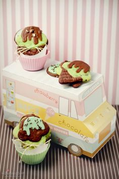 Mint chocolate chip ice cream cone cookies