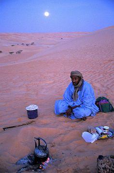 preparing tea near Chinguetti, Mauritania, 2003