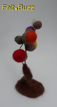 Felt Acorn Trees by Felt.Buzz J'ai fabriqué ces arbres avec les vrais capsules des glands de chêne et les boules en feutre. I made these trees with real acorn caps and felt balls. Disponible, bientôt, dans la Boutique du Coin, ...