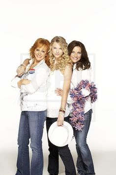 Reba McEntire,Taylor Swift and Martina McBride Country Music Artists, Country Music Stars, Country Singers, Taylor Swift Web, Taylor Alison Swift, Taylor Swift Photoshoot, Christian Singers, Martina Mcbride, Reba Mcentire