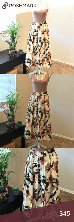 "Gourgous ZARA Floral print midi skirt Sz 8 NEW Gourgous, Beautiful ZARA floral print midi skirt. Size: Medium  Approx measurements: Waist: 30""/ Length: 27"" 100% cotton  Brand New WITHOUT TAGS❗️❗️❗️ Zara Skirts Midi"