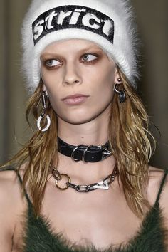 Punk is a one of the big jewelry trends for Fall Winter 2016-2017 and is of course one of our favorites. Safety pins and chains are only some of the elements that we have seen in this season's show…