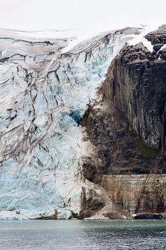 De gletser Svalbard in Noorwegen. Stukje natuur dat je tijdens je roadtrip gezien wilt hebben.