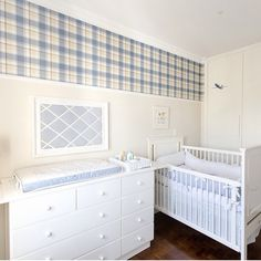 Quartinho de bebê, destaque para o papel de parede xadrez, fiquei apaixonada Projeto by @pereira_reade_interiores #baby #babyroom #quartodebebe #bebê #babie #bedroom #instababy #papeldeparede #wallpaper #cute #interiores #arquiteta #decoração #glamour #inspire #instabest #decor #home #interiordesign #decorcriative #decoration #love #blogger #decora #fabiarquiteta #fabiarquitetainspira