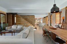 Casa em S. Pedro do Estoril : Salas de estar modernas por Ricardo Moreno Arquitectos