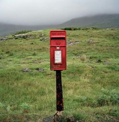 Martin Parr, Île de Mull, Écosse, 2008 Martin Parr, Documentary Photographers, Great Photographers, Antique Mailbox, London Photographer, Post Box, Magnum Photos, Social Anxiety, City Photography
