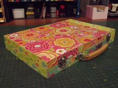 Decoupage A Carry Case Carry On, Decoupage, Arts And Crafts, Artsy, Storage, Blog, Home Decor, Purse Storage, Decoration Home