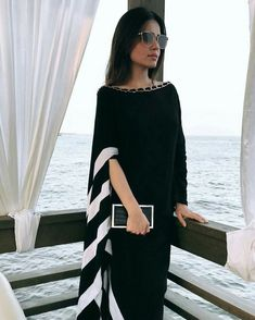 Her earrings set the style: Glass Window - White Biawa Pearl Earrings African Fashion, Indian Fashion, Womens Fashion, Abaya Fashion, Women's Fashion Dresses, Fashion Fashion, Elegant Dresses, Casual Dresses, Dresses Dresses