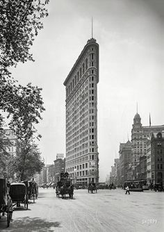 "New York circa 1903. ""Flat-Iron Building, Fifth Avenue and Broadway."" dry plate glass negative, Detroit Publishing Company.  Shorpy Historic Picture Archive"