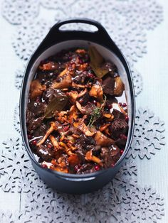 Venison Casserole with cranberries and cantharelles - Hertenstoof met vossebessen en cantharellen I Want Food, Love Food, Brunch, Yummy Food, Tasty, Xmas Dinner, Food Facts, Jamie Oliver, Fall Recipes