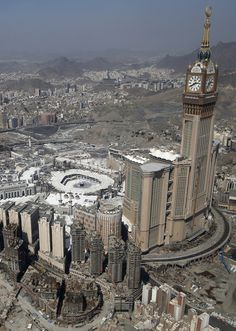 Mecca is hot. Masjid Haram, Mecca Masjid, Islamic Images, Islamic Pictures, Beautiful Mosques, Beautiful Places, Medina Mosque, Mecca Wallpaper, Mekkah