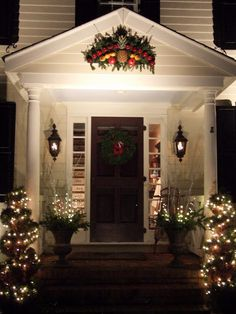 While many homeowners do choose to decorate their homes with inflatable Christmas characters ... & 3239 best Christmas Houses images on Pinterest in 2018 | Xmas ...